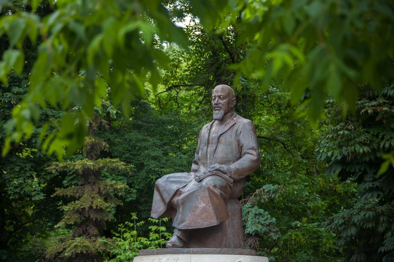 Памятник Абаю Кунанбаеву, Чистые пруды, Москва — ParkSeason