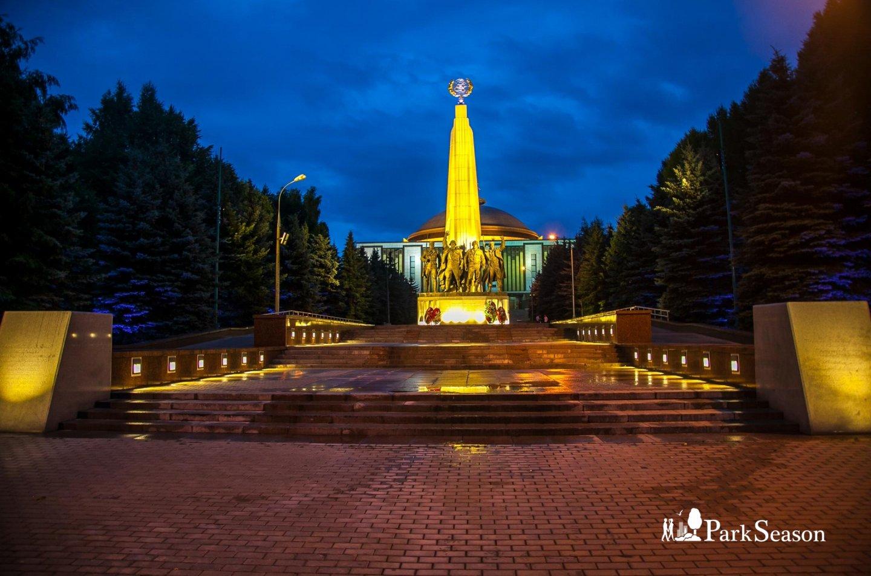 Памятник странам-участницам антигитлеровской коалиции, Парк Победы на Поклонной горе, Москва — ParkSeason