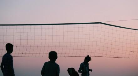 8 парков, где можно поиграть в волейбол