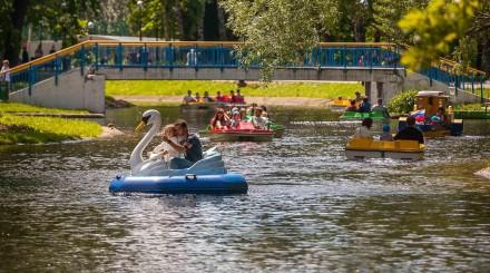 День парков в Москве: ретро-танцы, забег невест и музыкальная программа