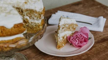 Эклер-эстерхази, хлебное мороженое и бельгийские вафли: где искать вкусные авторские десерты