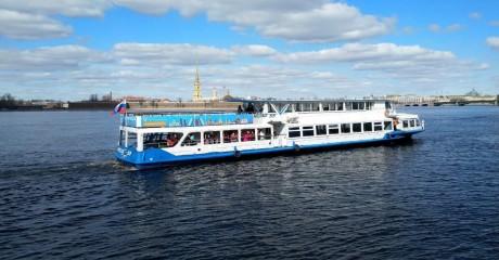 Сезон водных экскурсий по рекам и каналам Санкт-Петербурга
