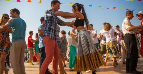 Бесплатные танцевальные мастер-классы в саду «Эрмитаж»