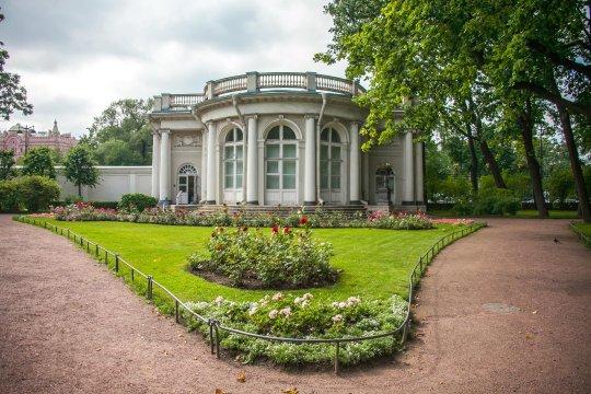 Сад Аничкова дворца