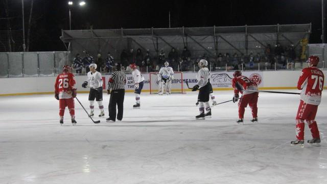 Хоккейный каток на ВДНХ (закрыт на лето)