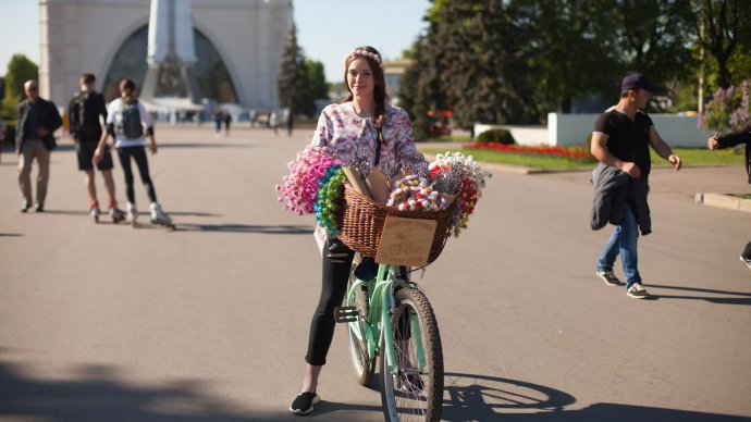 Участников акции «На работу на велосипеде!» будут угощать в московских парках