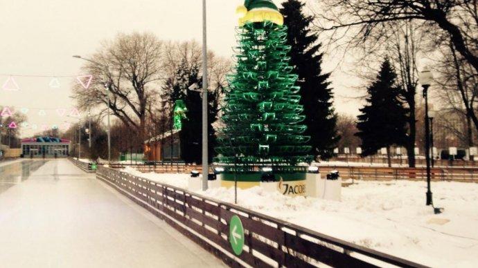 В Парке Горького появилась елка, сделанная из саней