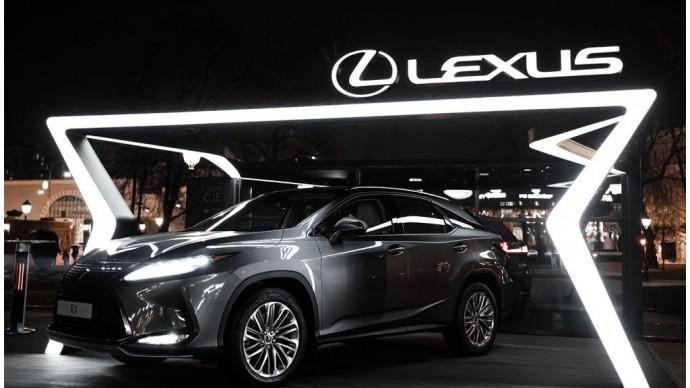 В саду «Эрмитаж» открылось лаунж-пространство Lexus