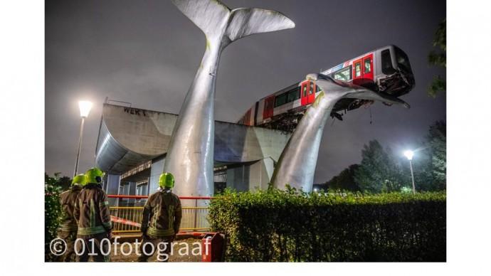Арт-объект в Роттердаме спас поезд от падения