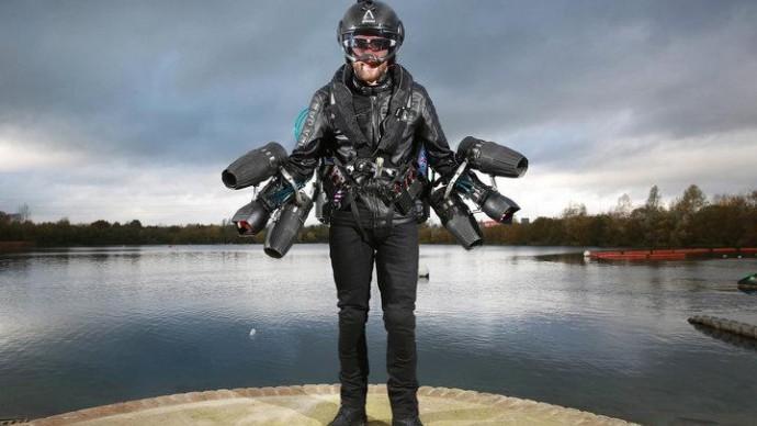 Ученый установил скоростной рекорд по полету в реактивном костюме