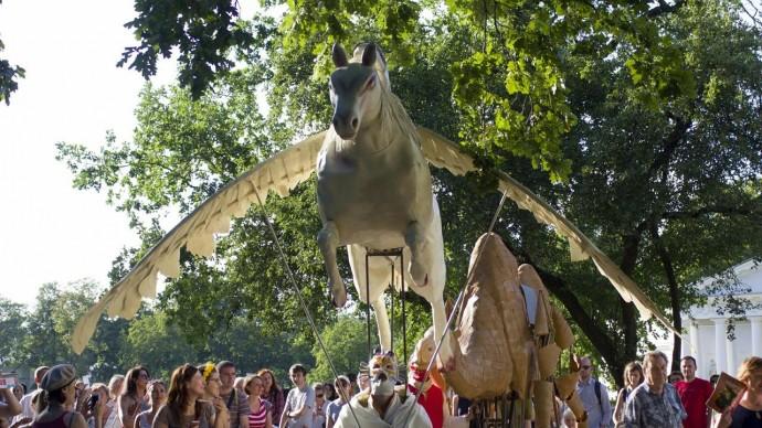 Елагин остров приглашает на Фестиваль уличных театров