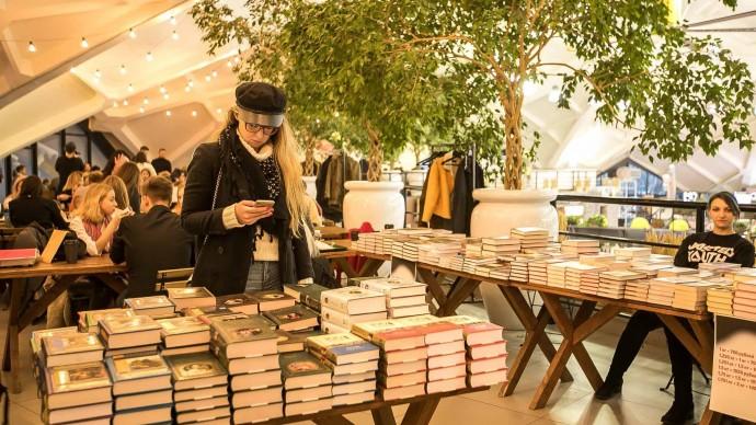 В парках Москвы откроются летние читальни