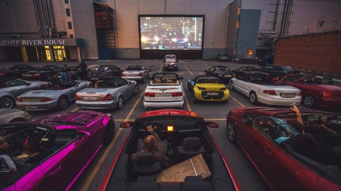 Онлайн-трансляция концерт THOMAS MRAZ на «Кинопаркинге»