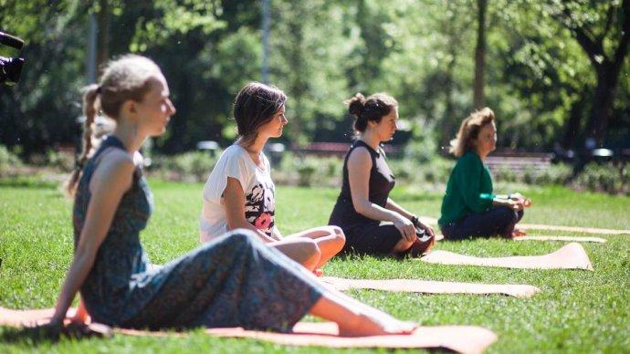 Йога в парке Горького