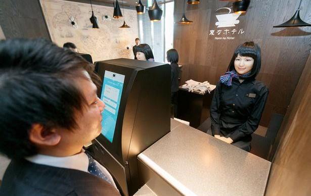 Целый штат роботов уволили из отеля в Японии