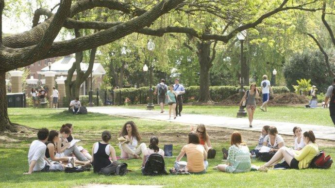 В Сиреневом саду стартуют бесплатные занятия английским и испанским