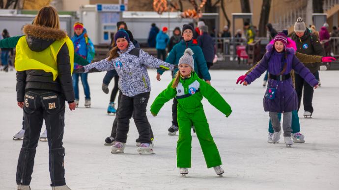 ВДНХ проведет экскурсии на коньках