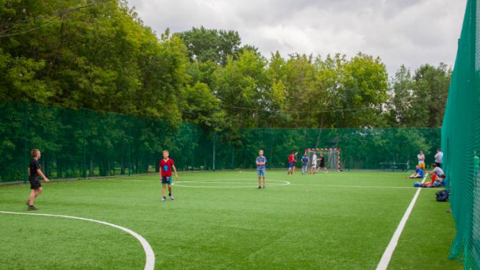 В парках Москвы работают площадки для футбола, волейбола и баскетбола
