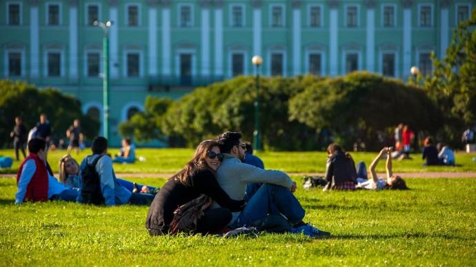 Facebook создал бумажный путеводитель по Санкт-Петербургу