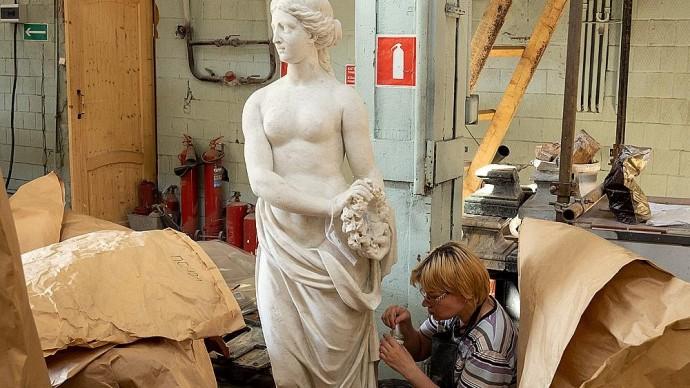 Скульптуры Архангельского отреставрируют к юбилею музея