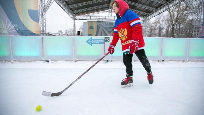 Мастер-классы по хоккею пройдут на катке Парка Горького