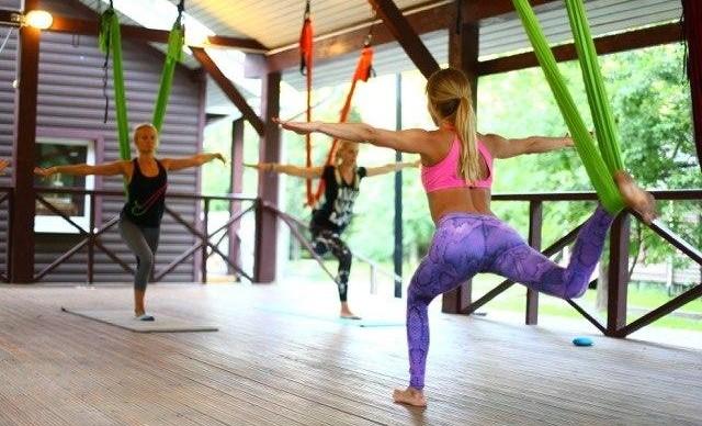 На Воробьевых горах проходят занятия фитнесом в гамаках