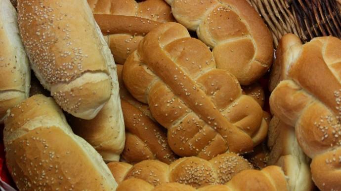 Роспотребнадзор объяснил, почему не стоит покупать хлеб впрок