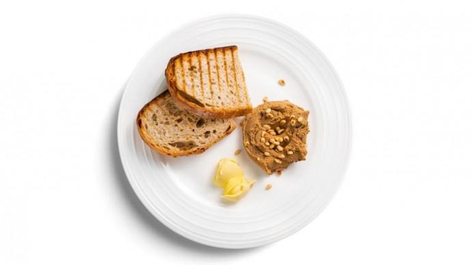 Моне в меню: москвичи могут заказать французские закуски по мотивам «Завтрака на траве»