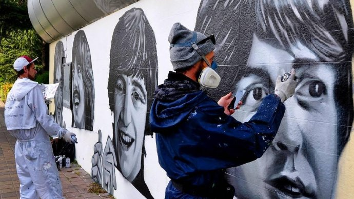 The Beatles «поселились» на стене в Сочи