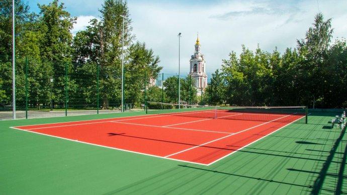 В Саду им. Баумана открылся теннисный корт