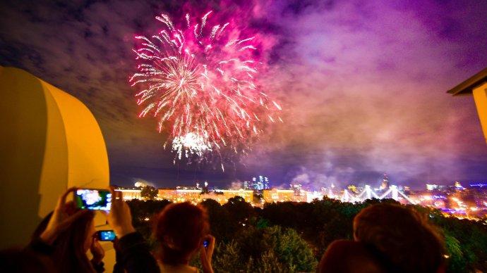 В День города над Москвой выпустят 13 260 залпов фейерверка