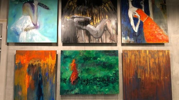 В «Аптекарском огороде» открылась выставка «Эмоция цвета»