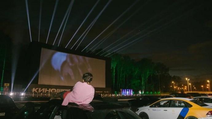 В Москве открылся первый кинопаркинг под открытым небом
