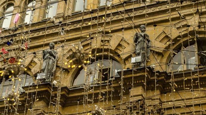 Четырех богинь на фасаде аптеки Феррейна отреставрируют