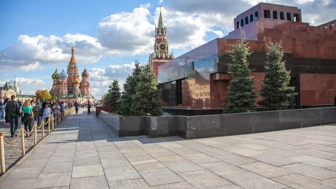 Мавзолей В. И. Ленина снова открыли для посещения