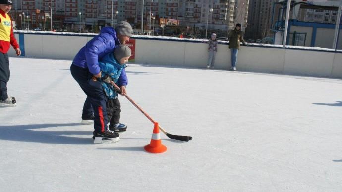 В парке Артема Боровика открыли хоккейную школу