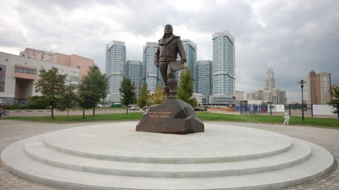 На Ходынском поле состоится возложение цветов у памятника М. Водопьянову