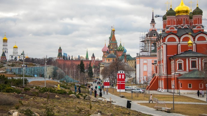 Из-за штормового предупреждения в Москве закрываются парки и катки