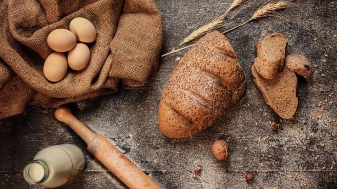 Эксперты рассказали, чем заменить тосты и белый хлеб на завтрак