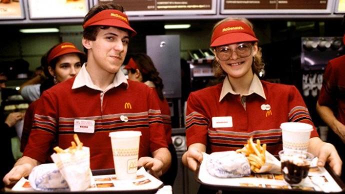 Макдональдс отменил акцию продажи бургеров за 3 рубля из-за угрозы распространения вируса