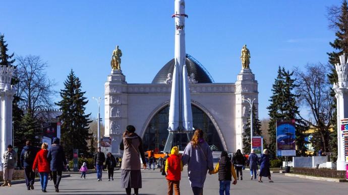 Бесплатная обзорная экскурсия в День Памятников на ВДНХ