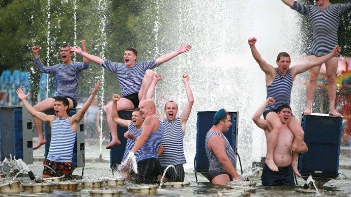 Парк Горького готовится встретить День ВДВ