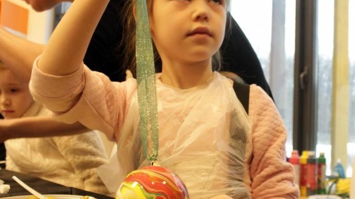 В парках Казани научат украшению елки и созданию игрушек