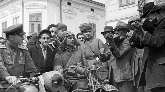Выставка военных фотографий Главархива под открытым небом