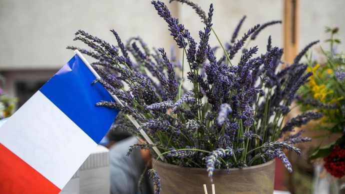 Москвичей научат делать свечи с цветами и лавандовые украшения