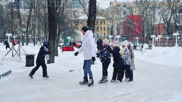 В еще нескольких московских парках заработали натуральные катки