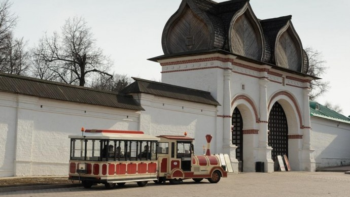 Аудиоэкскурсии на электромобилях и прогулочном паровозике в «Коломенском»