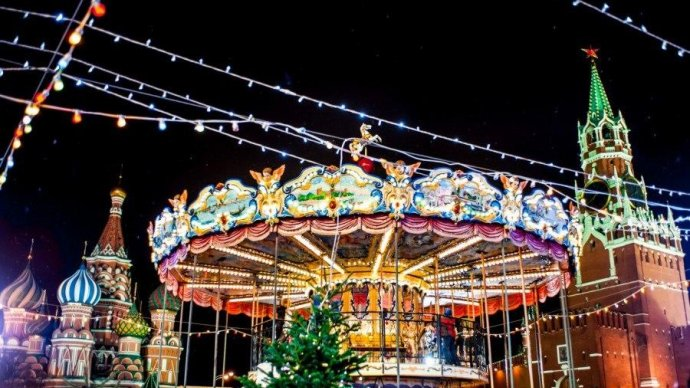 На Красной площади откроется рождественская ярмарка с горкой и каруселью
