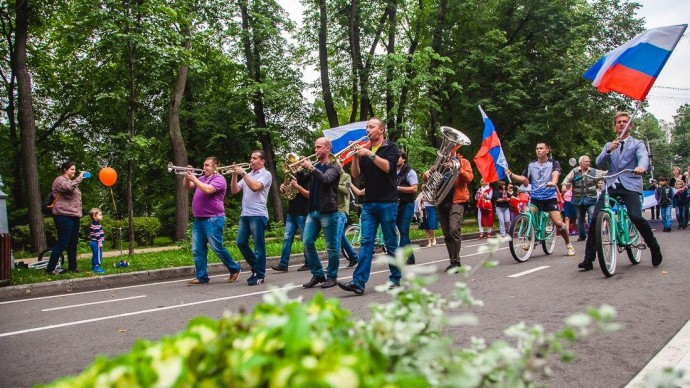 Столичные парки отметят День флага