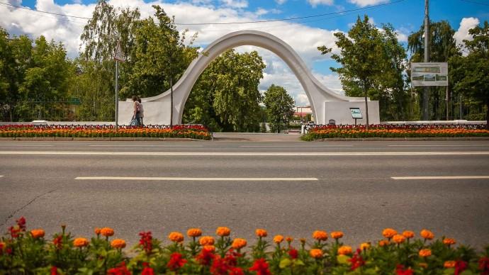 В парке «Черное озеро» реконструируют арку влюбленных